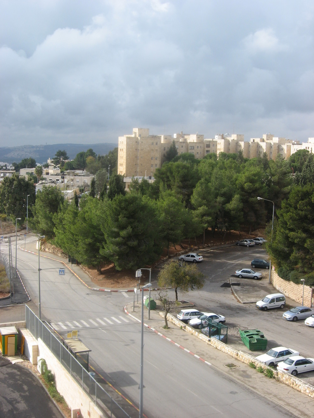 Jerusalem's French Hill neighborhood, where Arab youths stoned an Israeli man's car on Tuesday. Credit: Rotem Danzig via Wikimedia Commons.