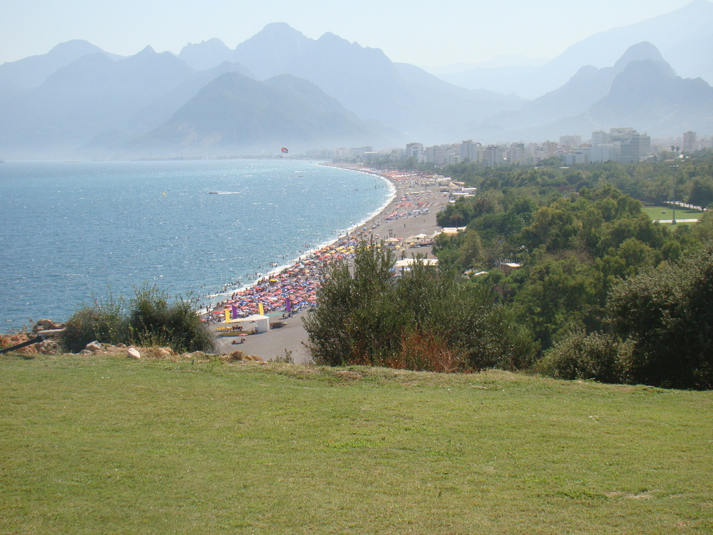 A view of a beach in Antalya, Turkey. Ahead of Passover, Israelis on Tuesday were warned against traveling to Turkey. Credit: Wikimedia Commons.