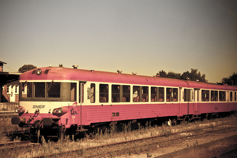 The Société Nationale des Chemin de fer Français (SNCF), the French national railroad company, was complicit in deporting 76,000 Jews to concentration camps during the Holocaust. Pictured is an SNCF train. Credit: Wikimedia Commons.