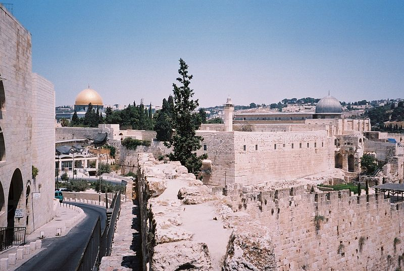 The Israeli religious affairs ministry wants to pass new rules that would allow Jews to pray at the Temple Mount. Credit: Wikimedia Commons.