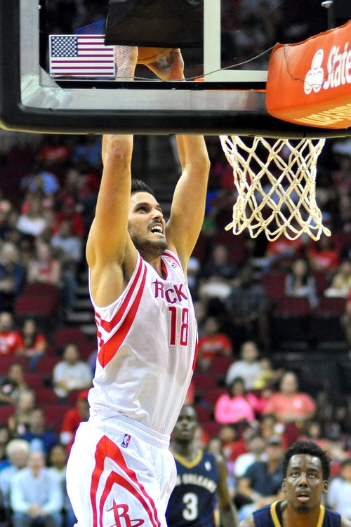 Omri Casspi dunks in an Oct. 5, 2013 preseason game for the Houston Rockets. Credit: Pkatz via Wikimedia Commons.