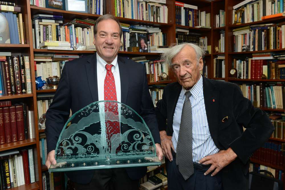 Current Wallenberg Prize laureate Rabbi Yechiel Eckstein (holding the award) with former Wallenberg Prize Awardee Elie Wiesel. The Wallenberg Award is given by the JDC for outstanding contributions to bettering the lives of Jews in need. Credit: JDC.