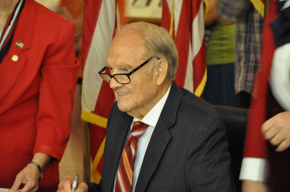 "Click photo to download. Caption: George McGovern signs his book ""Abraham Lincoln"" at the Richard M. Nixon Library and Museum in Yorba Linda, Calif., in 2009. Credit: Scott Clarkson via Wikimedia Commons."