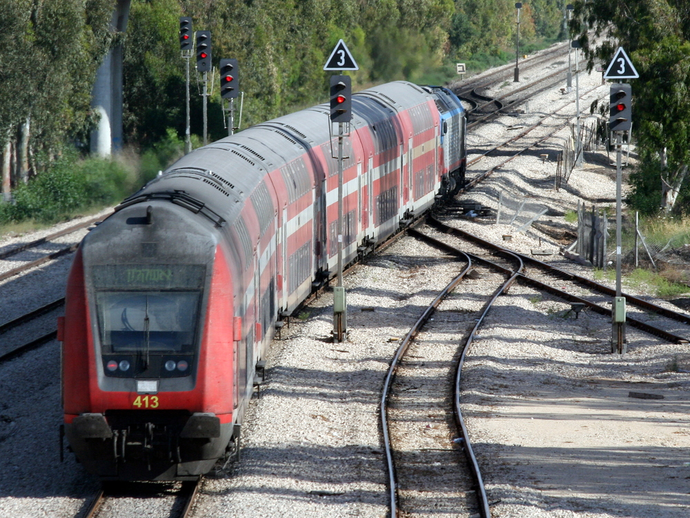 An Israel Railways train bound for Ashkelon. Credit: Wikimedia Commons.