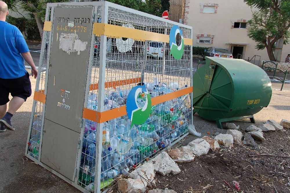 A plastic container recycling station in Haifa. Credit: Ra Boe via Wikimedia Commons.