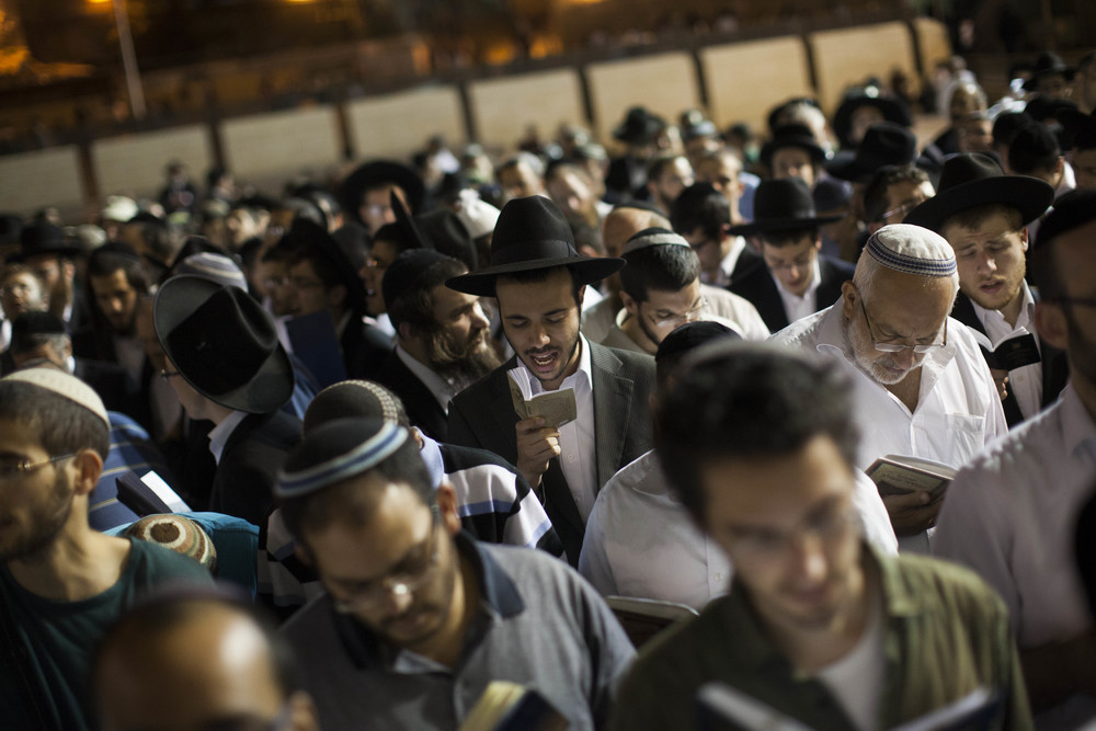 Click photo to download. Caption: On June 25, hundreds of Jews gather at the Western Wall in Jerusalem's Old City to pray for the release of the three kidnapped Israeli teenagers. Credit: Yonatan Sindel/Flash90.