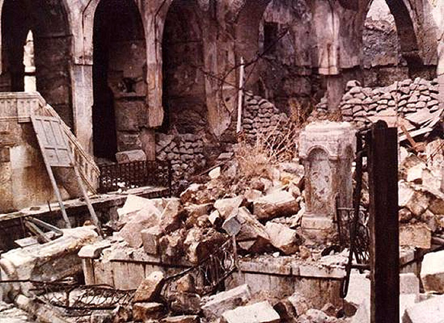 The ruins of the Central Synagogue of Aleppo, Syria, after the 1947 Aleppo pogrom. Credit: Wikimedia Commons.