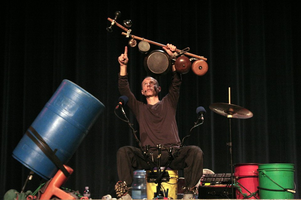 Click photo to download. Caption: Billy Jonas performs at the Community School of Davidson, N.C., in 2011. Credit: Courtesy of billyjonas.com.