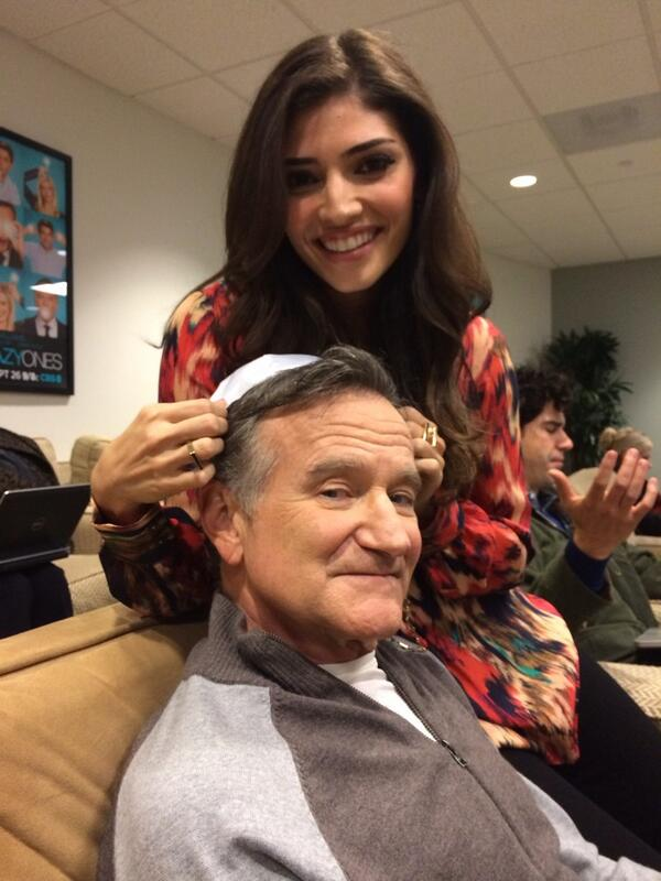 "Robin Williams wearing a kippa on the set of the TV show ""The Crazy Ones."" Credit: Twitter screenshot."