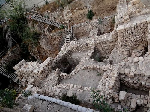 An excavation in the City of David in Jerusalem. As part of an additional excavation, coins from the time of the Jewish revolt against Rome were discovered. Credit: Wikimedia Commons.