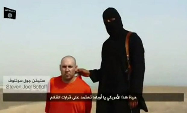 A screen shot of the video showing the execution of Steven Sotloff.