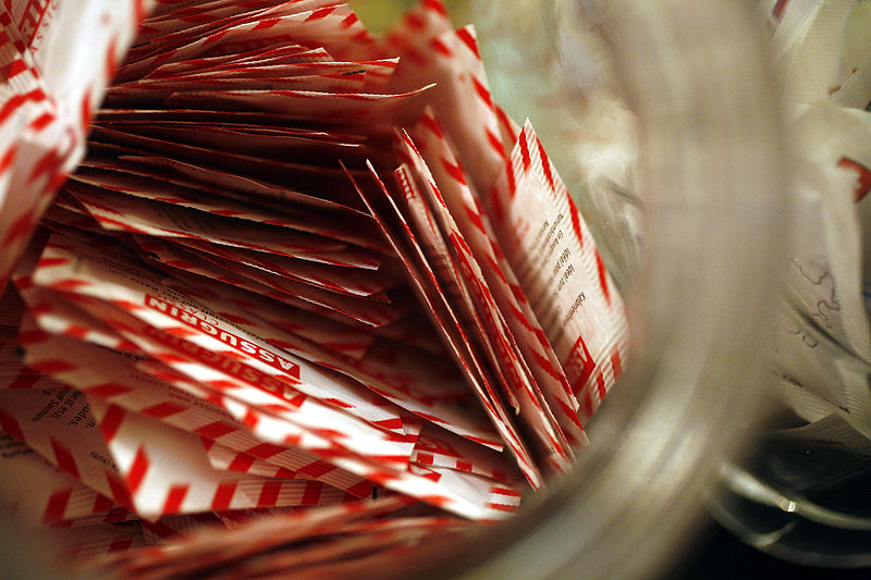 Packets of the artificial sweetener Assugrin. Credit: Wikimedia Commons.