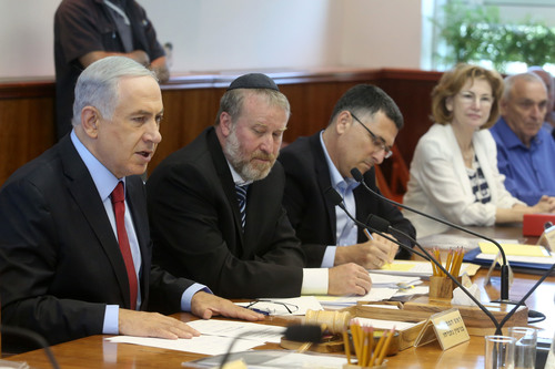 Click photo to download. Caption: This summer, the Jewish People Policy Institute (JPPI) presented a set of recommendations on genetic testing to Prime Minister Benjamin Netanyahu (left) and the Israeli cabinet (pictured here at its weekly meeting on June 29, 2014). JPPI recommended that the Israeli government, Jewish communities, and Jewish organizations provide information and points of connection for individuals who have discovered some Jewish ancestry through direct-to-consumer DNA testing. Credit: Marc Israel Sellem/POOL/Flash90.
