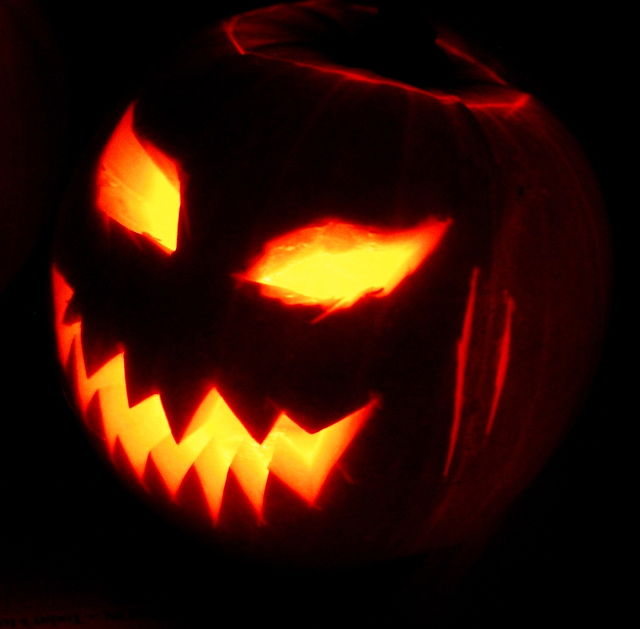 A Halloween jack-o'-lantern. Credit: Wikimedia Commons.