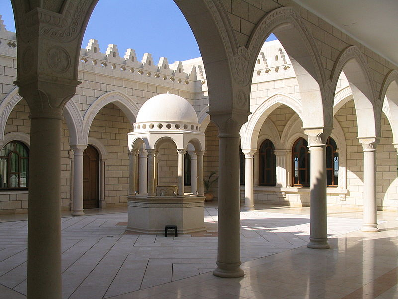 The courtyard of the complex that houses Jethro's Tomb. Credit: PikiWiki Israel.