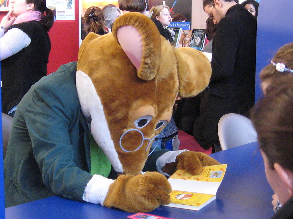 """Thea Stilton and the Blue Scarab Hunt,"" which is part of Scholastic's Geronimo Stilton character (pictured) series, omitted Israel from a map of the Middle East. Credit: Wikimedia Commons."
