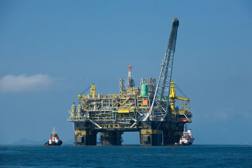 A example of an oil platform exploring for offshore gas. Credit: Wikimedia Commons.