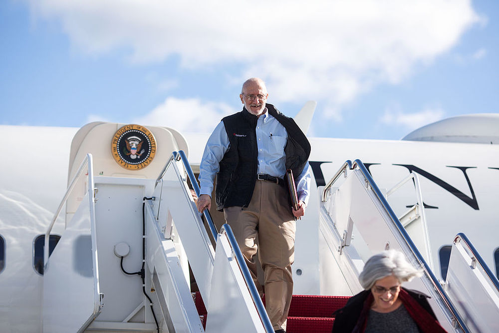 Click photo to download. Caption: Jewish-American aid worker Alan Gross arrives at the Joint Base Andrews military facility in Maryland on Dec. 17, 2014, the day he was freed after spending five years as a prisoner in Cuba. Credit: White House photo by Lawrence Jackson.