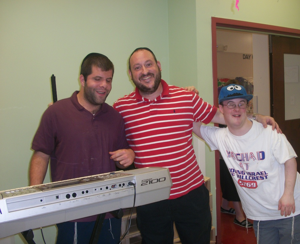 Click photo to download. Caption: A program of Gesher LaTorah, a Baltimore-based organization that uses a multi-sensory approach to convey Jewish lessons to individuals with special needs. Credit: Gesher LaTorah.