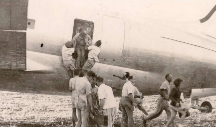 Iraqi Jews rescued as part of Operation Michaelberg disembark from the C-46 transport aircraft. Credit: Israel Hayom.