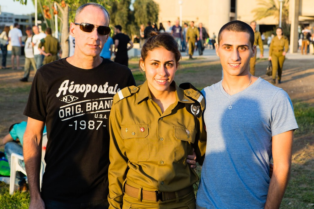 Rotem Chiprut (center) with her family. Credit: IDF Blog.