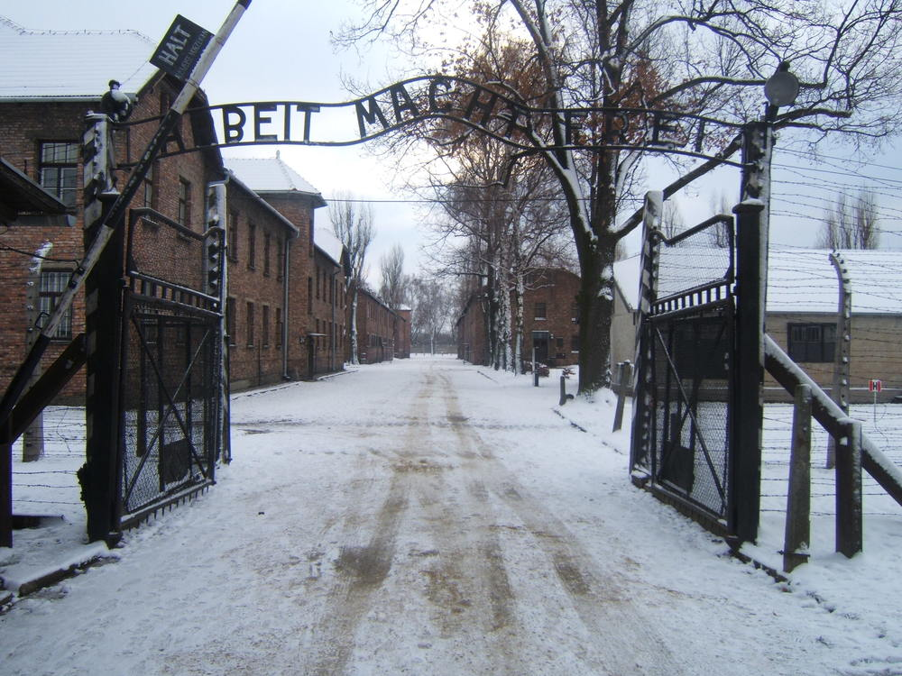 The entrance to the Auschwitz concentration camp. Credit: Wikimedia Commons.