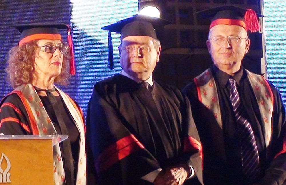 Martin Gilbert (center) is awarded an honorary doctorate at Ben Guion University in Beer Sheva, Israel, in May 2011. Credit: Wikimedia Commons.