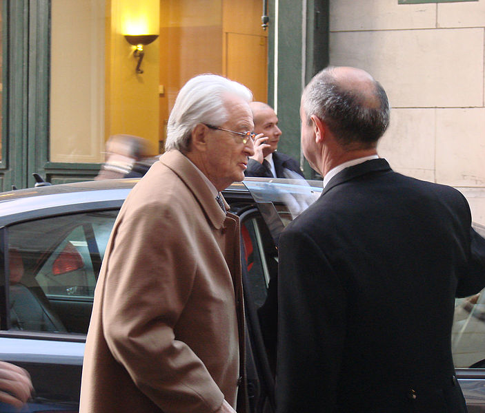 Former French foreign minister Roland Dumas (left) in 1995. Credit: Wikimedia Commons.