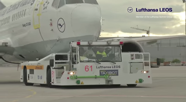 The TaxiBot tows a Lufthansa plane. Credit: YouTube screenshot.