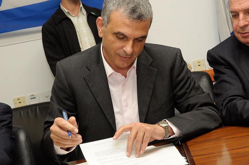 Kulanu leader Moshe Kahlon. Credit: Wikimedia Commons.
