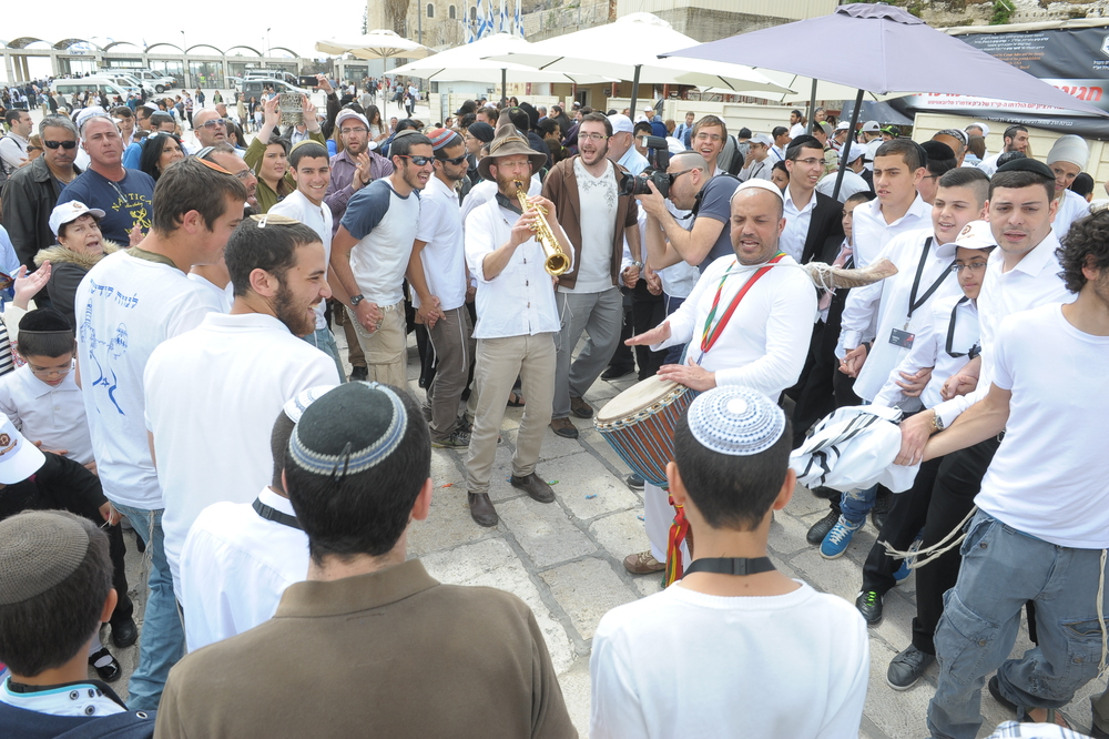 Monday's mass bar mitzvah celebration at the Western Wall in Jerusalem, hosted by Colel Chabad. Credit: Kobi Amsalem.