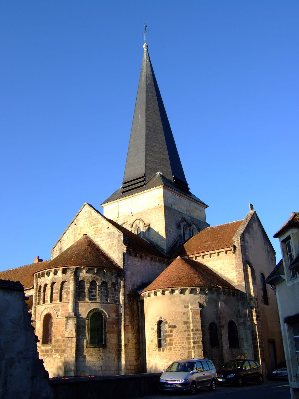 The mayor of the central French town of Saint-Amand-Montrond (pictured), Thierry Vincon, is leading a delegation to Israel of 20 French to commemorate Yom HaShoah. Credit: Wikimedia Commons.