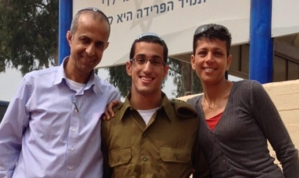 Cpl. Ori Cohen with his parents, Sigal and Yitzhak. Credit: IDF Spokesperson's Unit.