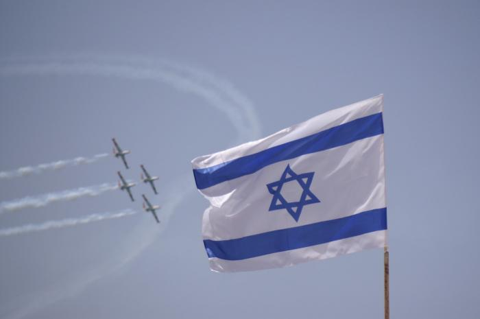 An aerial demonstration on Israel's Independence Day. Credit: Wikimedia Commons.