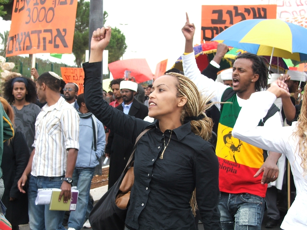 A protest by Ethiopian Israelis like the pictured protest from 2006 evolved into violent clashes between the protesters and Israeli police on Sunday. Credit: Wikimedia Commons.