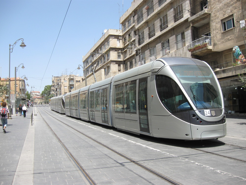 The Jerusalem light rail. Credit: Wikimedia Commons.
