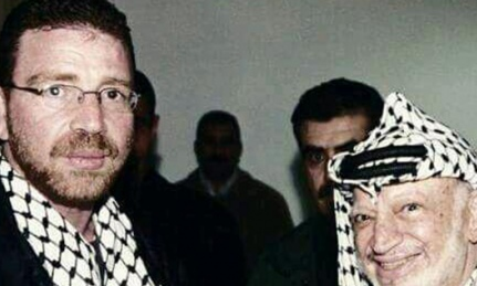 Omar Shalabi (left) with late Palestinian leader Yasser Arafat. Credit: Facebook.