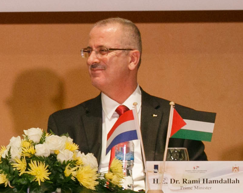 Palestinian unity government prime minister Rami Hamdallah has reportedly handed his resignation to Palestinian Authority President Mahmoud Abbas and order him to form a new government. Credit: Wikimedia Commons.