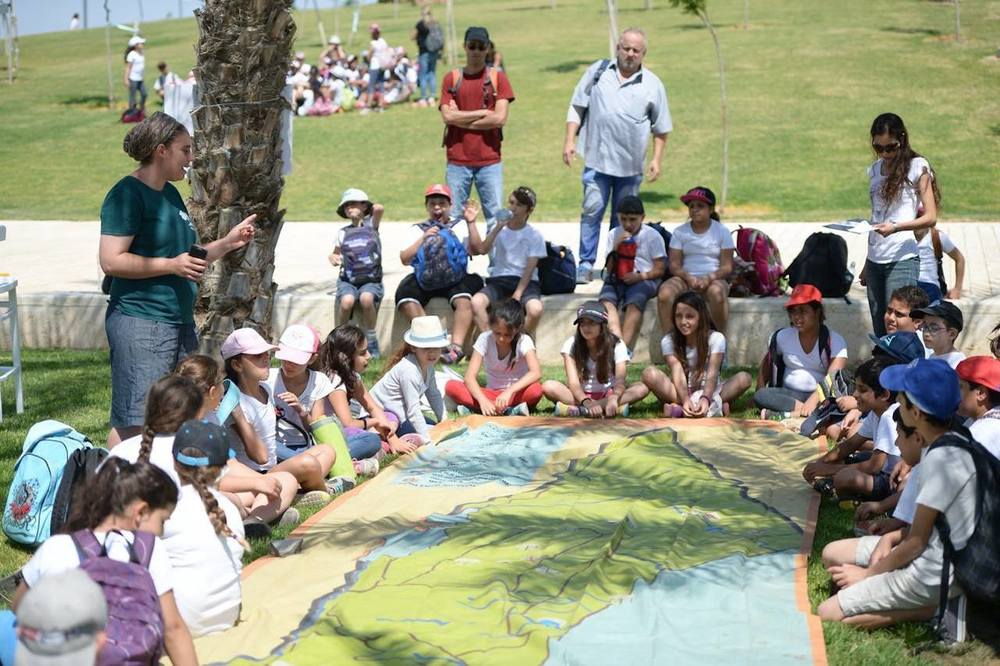Click photo to download. Caption: Pictured here is a recent program in which 1,000 students from 25 schools across Israel came to Be'er Sheva River Park to study water as part of the Green Horizons-JNF Rainwater Harvesting Project. Credit: Jewish National Fund.