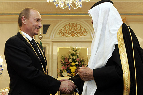 Russian President Vladimir Putin meeting with Saudi officials in 2007. Credit: Wikimedia Commons.