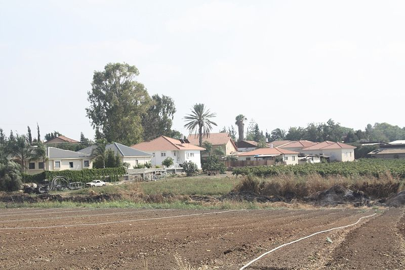 Moshav Pedaya in central Israel, where a Jewish farmer was beaten to death on Wednesday. Credit: Wikimedia Commons.