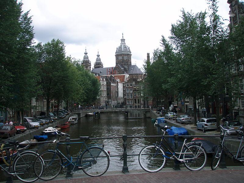 Amsterdam. Credit: Joshua Doubek via Wikimedia Commons.