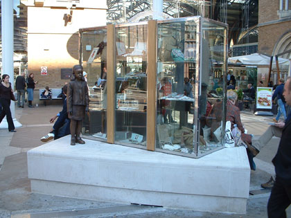 A Kindertransport memorial unveiled by Nicholas Winton in London in 2003. Credit: Wikimedia Commons.