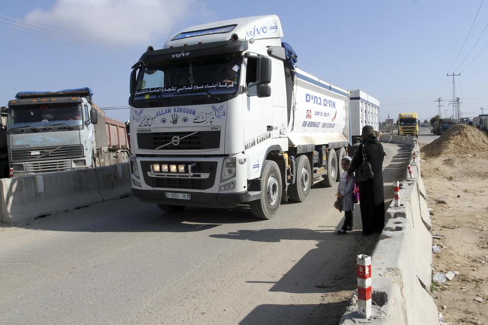 Click photo to download. Caption: Palestinian trucks wait to enter Israel through the Kerem Shalom border crossing between Israel and the southern Gaza Strip on March 15, 2015. Credit: Abed Rahim Khatib/Flash90.
