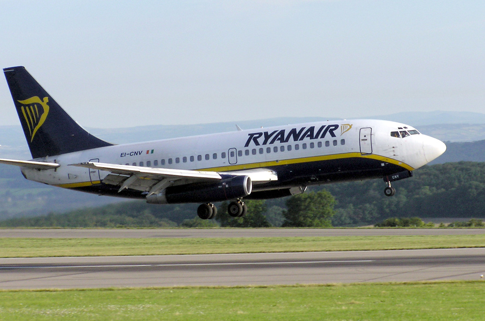 A Ryanair plane. Credit: Arpingstone via Wikimedia Commons.