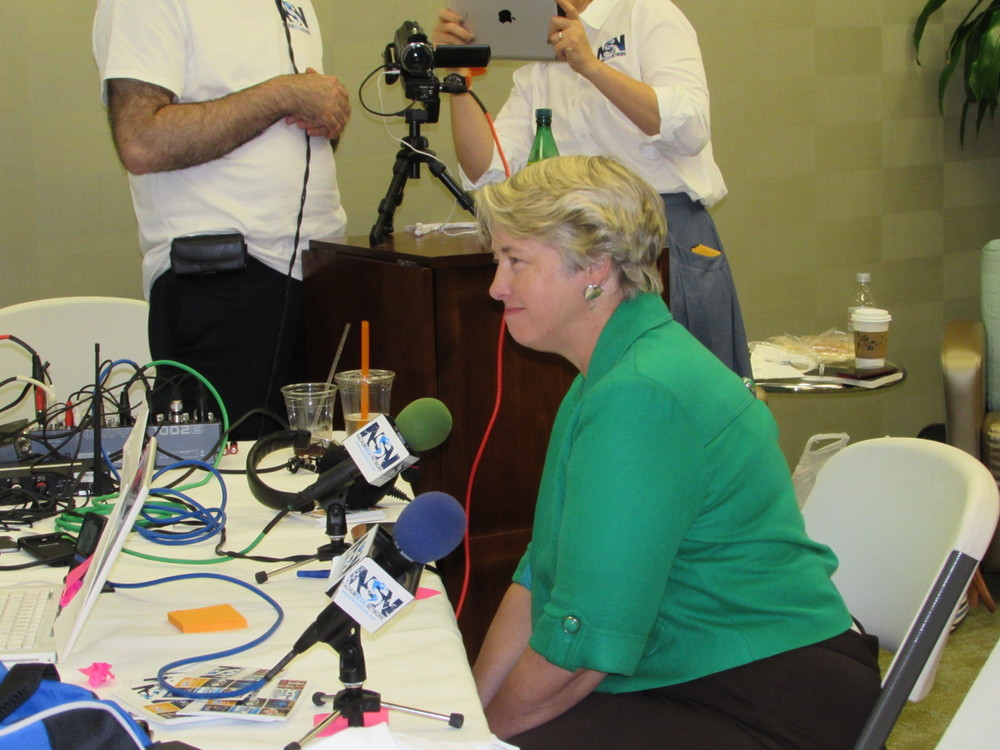 "Click photo to download. Caption: Houston Mayor Annise Parker during her radio interview with ""JM in the AM"" host Nachum Segal on July 7 in Houston. Credit: Rodi Franco."