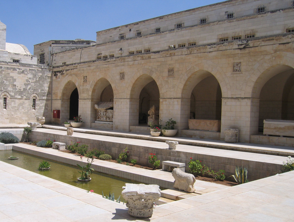 The inner courtyard of the Rockefeller Archaeological Museum. Credit: Wikimedia Commons.