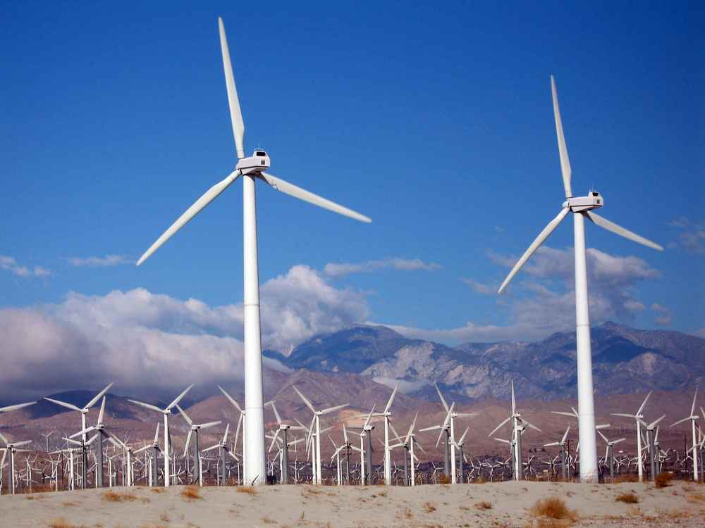 Wind turbines (illustrative). Credit: Wikimedia Commons.