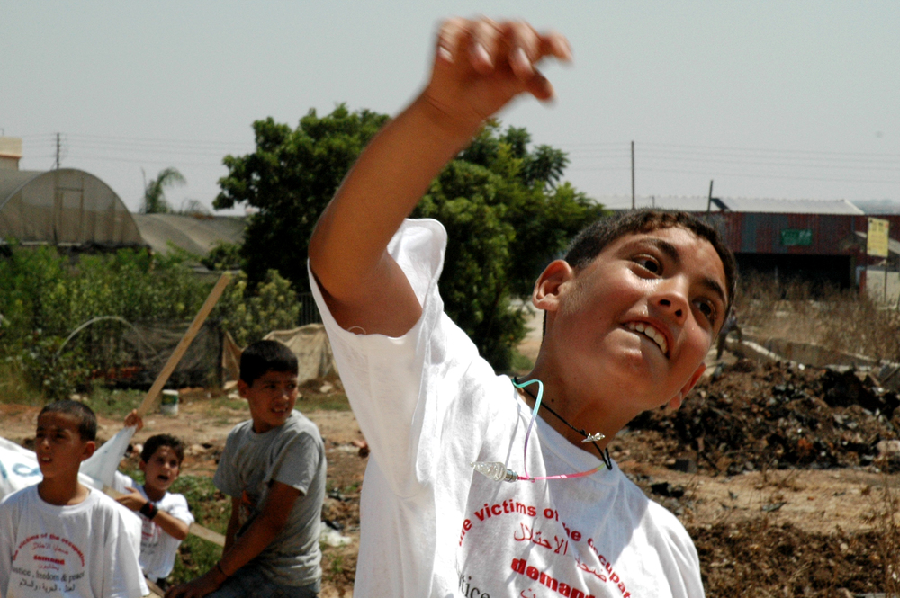 A Palestinian child throwing a stone in Judea and Samaria. Credit: Wikimedia Commons.