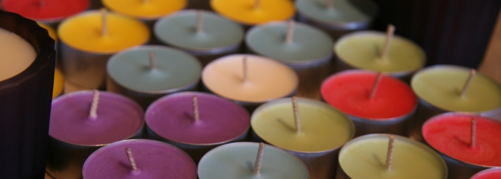 Click photo to download. Caption: Tea lights. Credit: Lindsay.dee.bunny via Wikimedia Commons.